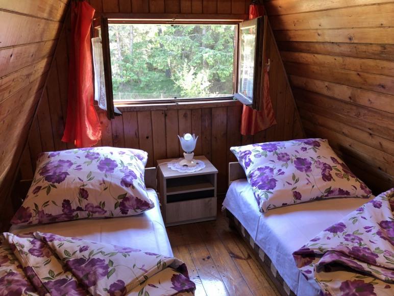 domek 6 osobowy, sypialnia - ośrodek Pod lasemna piętrze