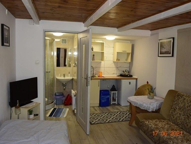 Pokój 2 osobowy w domku letniskowym z tarasem .łazienką i aneksem kuchennym
