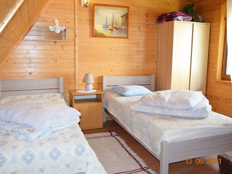 sypialnia na piętrze w doku dwupoziomowym 4 osob