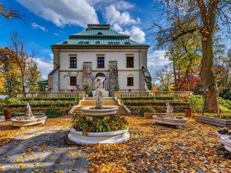 Pałac Odrowążów