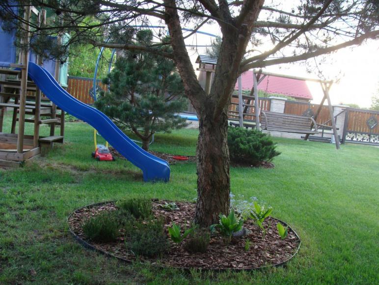 Plac zabaw, trampolina, huśtawka