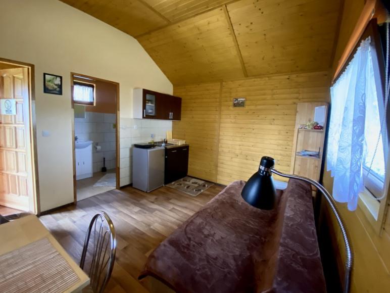 Domek 2-osobowy (aneks kuchenny i łazienka)