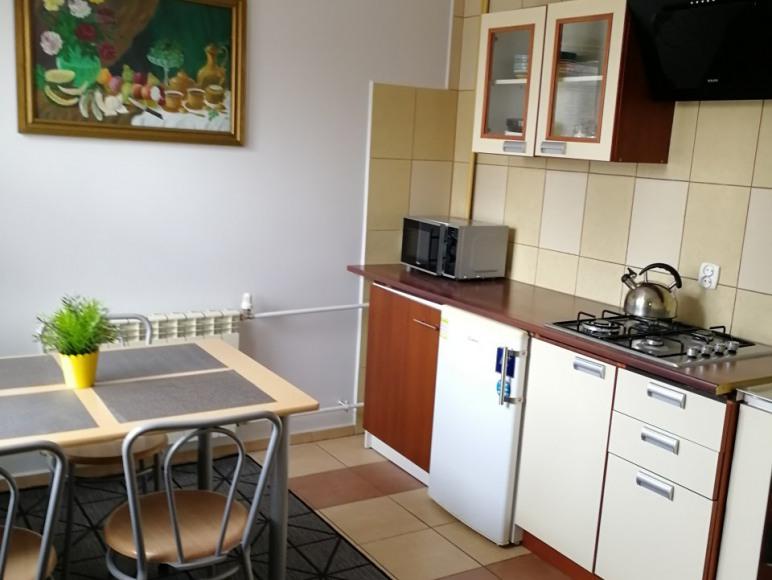 pokój z własną kuchnią