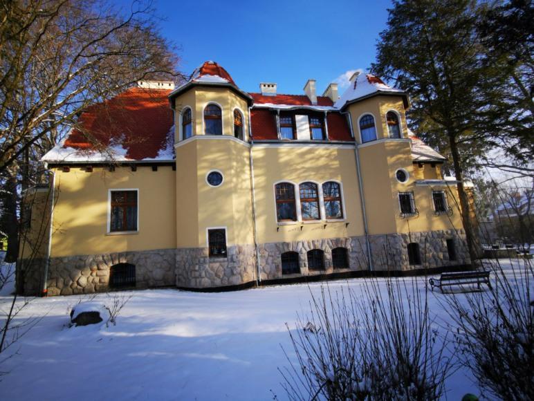 "Sanatorium Uzdrowiskowe ""Dąbrówka"""