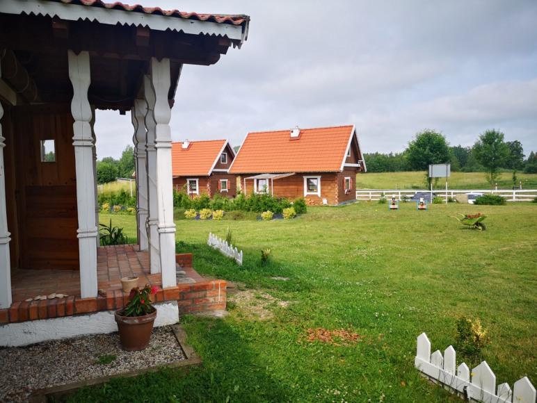 Duży dom i domki z bala / całoroczne