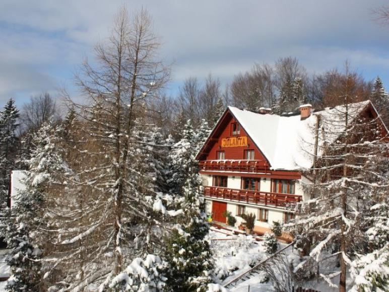 budynek zimą