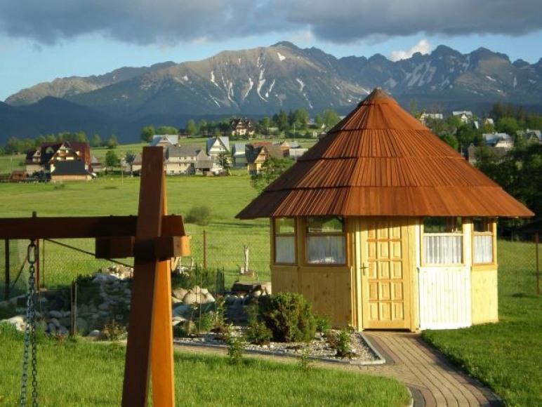 Widok na Tatry z ogrodu