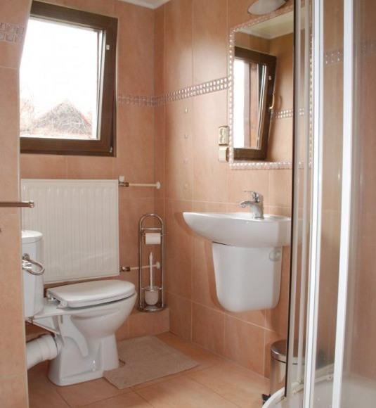 Kominkowy różowy łazienka