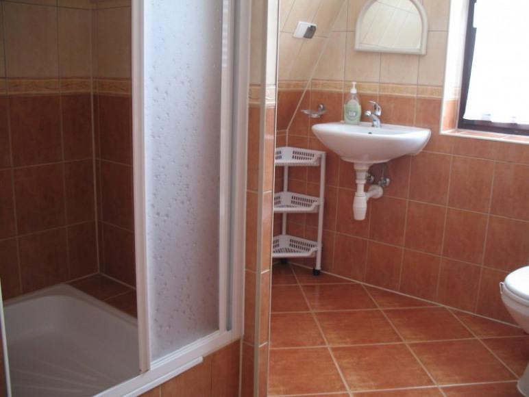 łazienka w pokoju 3-os.
