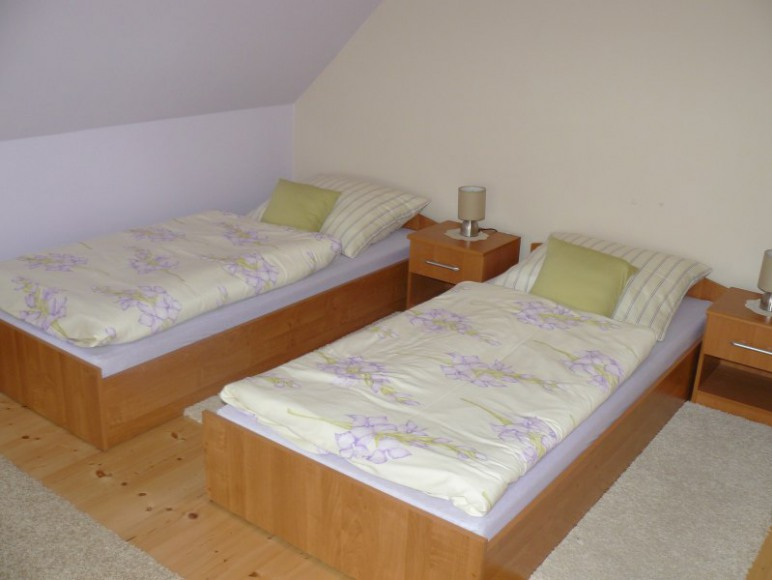 dodatkowa sypialnia na piętrze