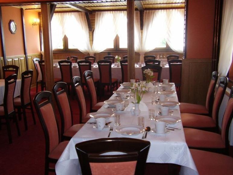 Kameralna sala restauracyjna