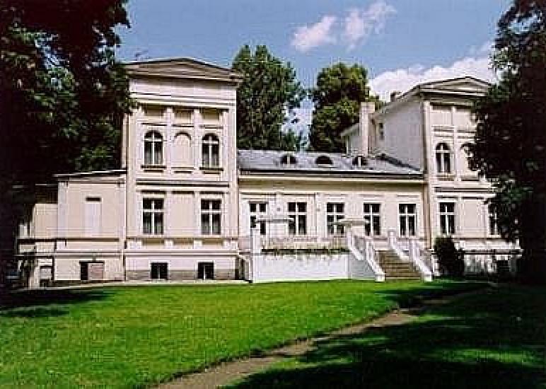 Pałac Sapowice Ośrodek Wypoczynkowy Biblioteki Raczyńskich