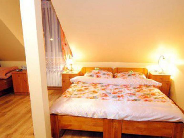 pokój nr 4 (duże łoże)