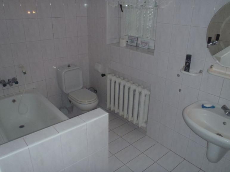 Łazienki z wannami i prysznicami