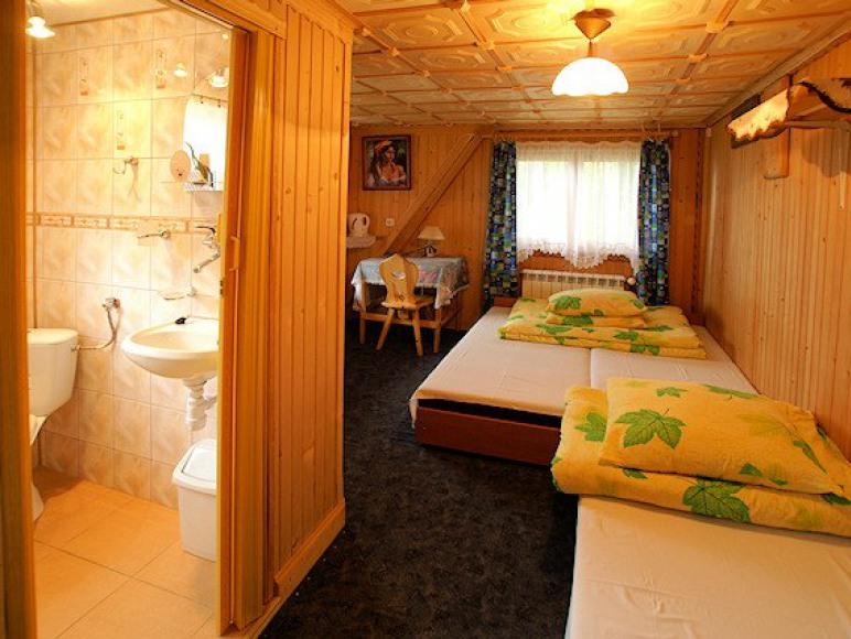 3 os.pokój z łazienką tv,czajnikiem i balkonem