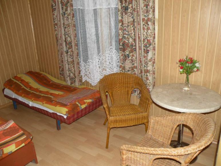 Pokój w jendym z domków.