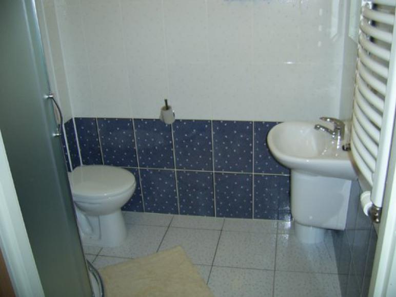 Łazienka w pokoju ul. Zarzecze 1