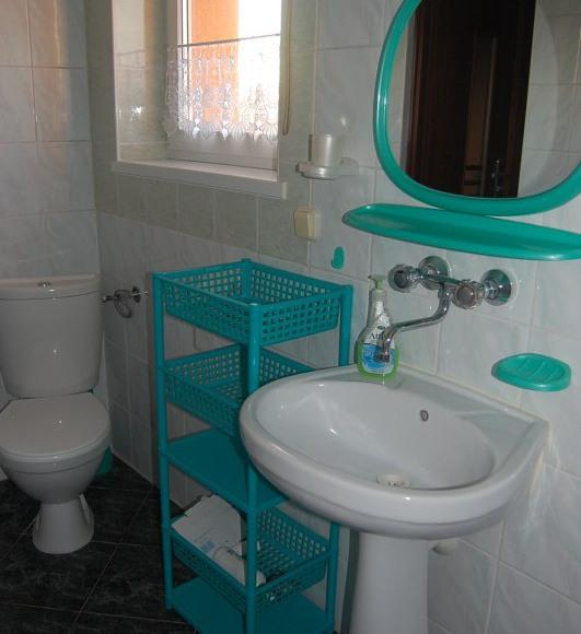 Łazienka dla dwóch pokoi nr.6 i nr.8.