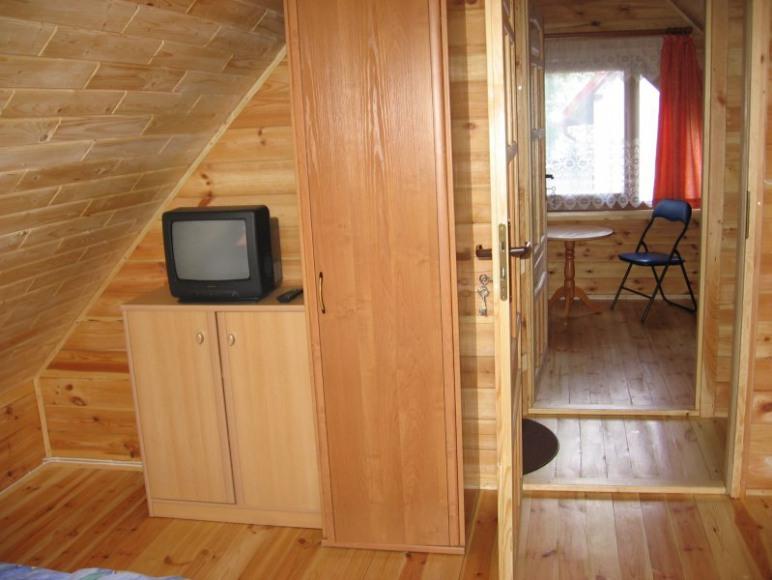 sypialnia na piętrze(4 os.)