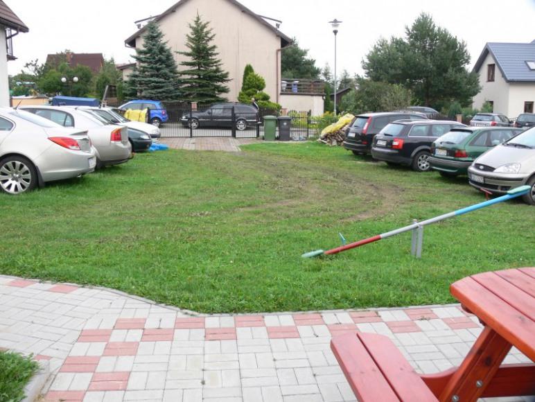 Zamykany, oświetlany, bezpłatny parking