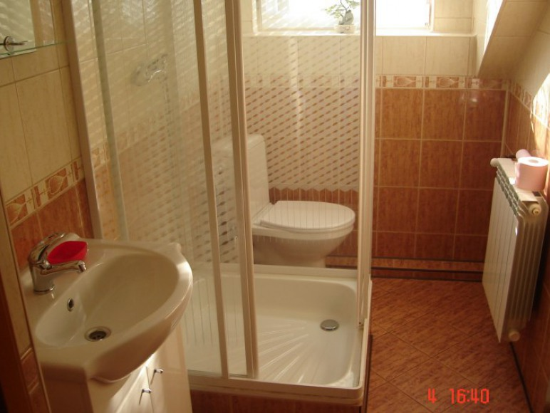 łazienka w korytarzu