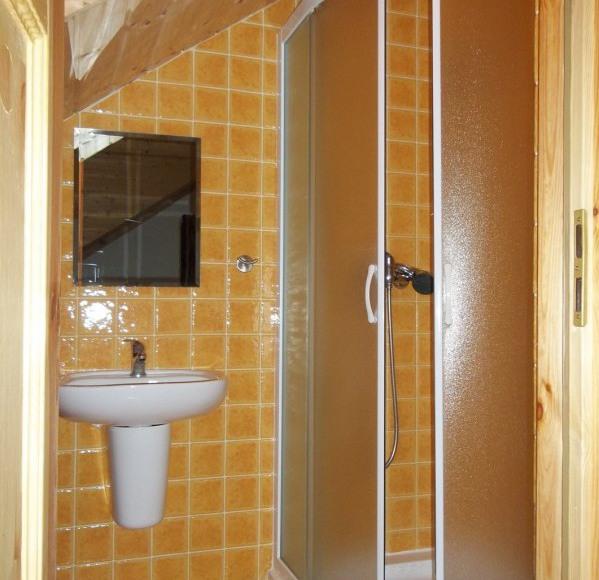 łazienka pokój 4os.