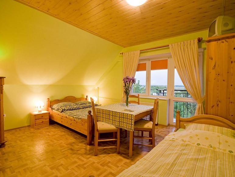 Pokój z łazienką i balkonem