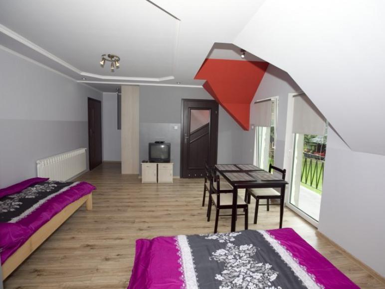 Apartament 4 osobowy z łazienką i balkonem