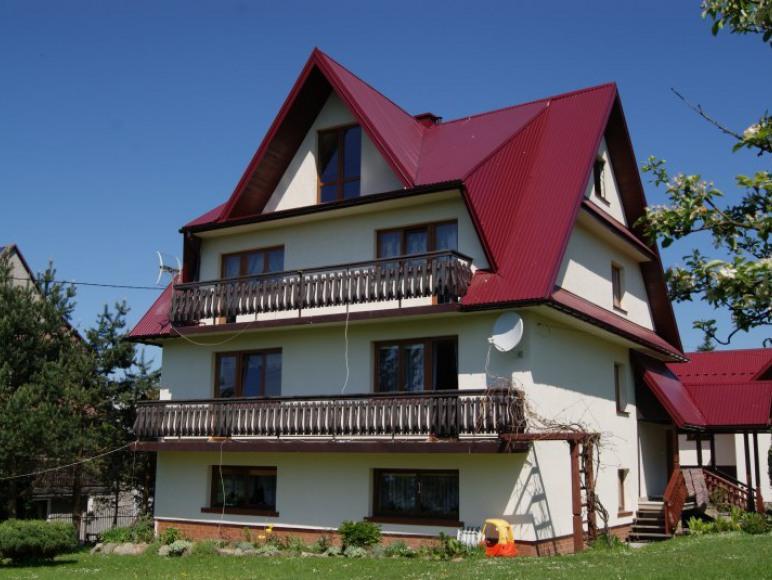 Widok domu z ogródka