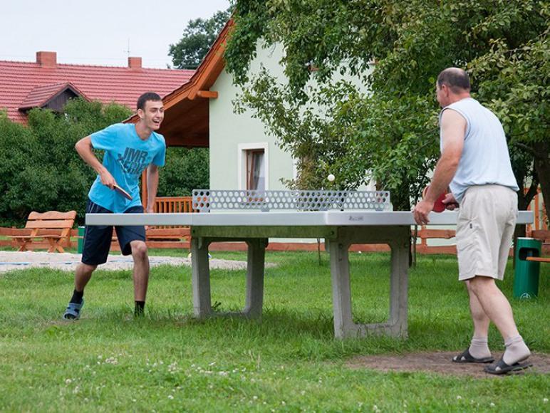 Plenerowy stół do tenisa
