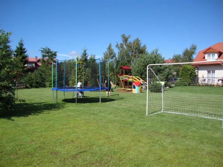 fragment boiska, trampolina