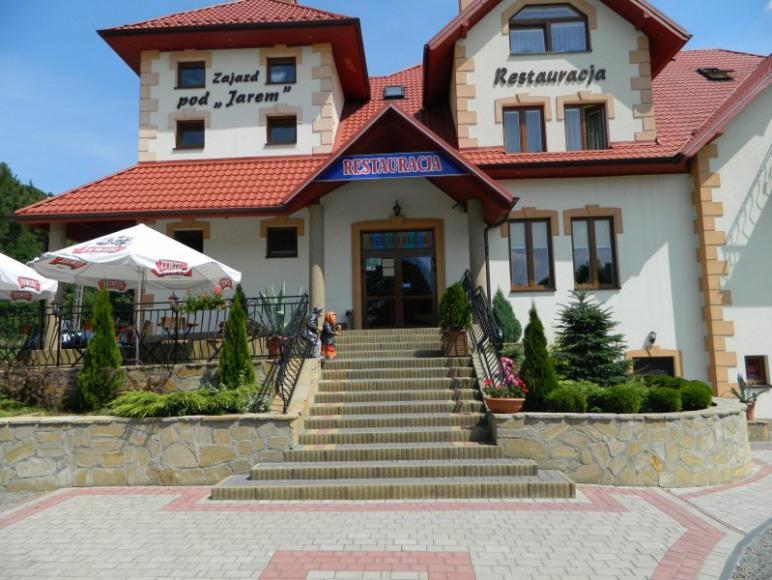 Zajazd Pod Jare - wejście do restauracji