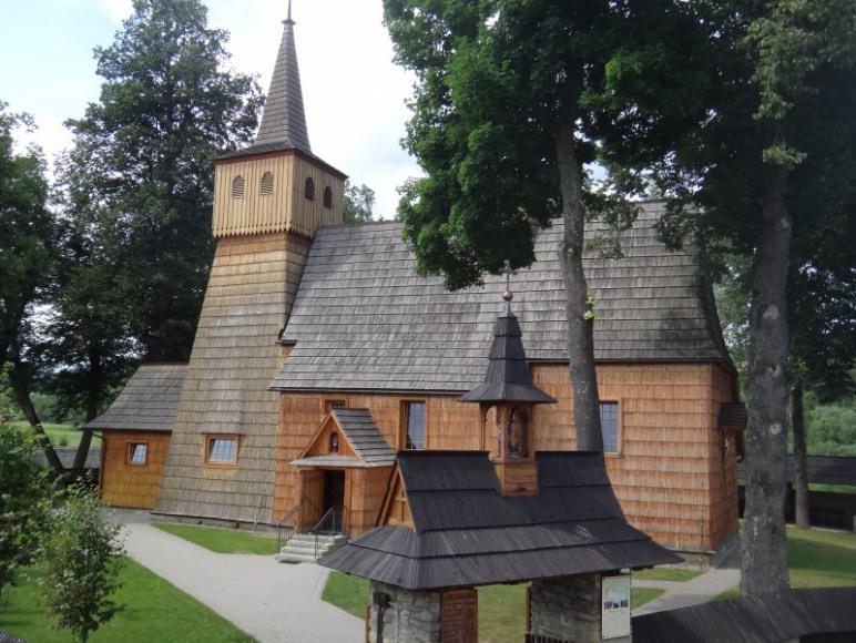Zabytkowy kościółek położony nad rzeką Dunajec-100 m od pensjonatu