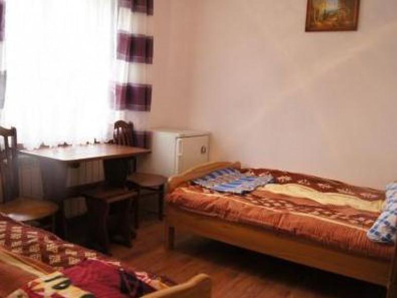 """Pokoje z łazienkami """"Nad Stawem"""" i domki Solina"""