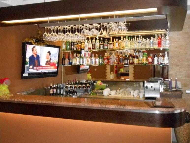 Wine Bar & Restauracja