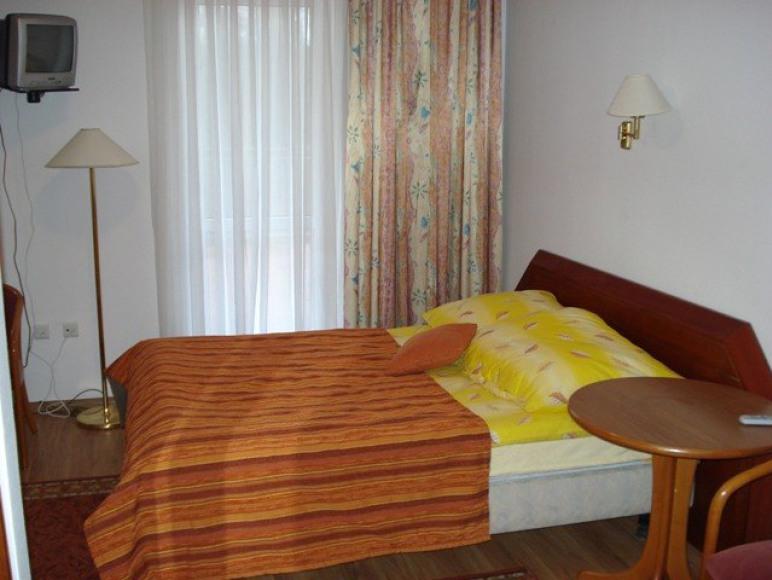 """Hotel i Restauracja """"Dolina Leśna"""""""