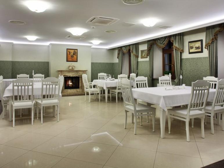 Hotel Restauracja Kawiarnia Adler
