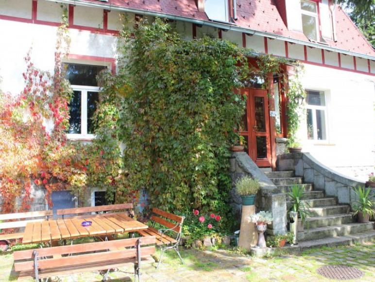 podwórze przed domem
