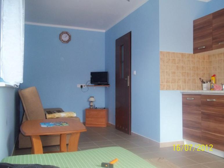 pokój 3-osobowy z aneksem kuchennym i łazienką