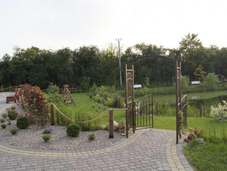 ogród + staw