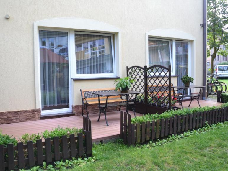 tarasy przy ogrodzie