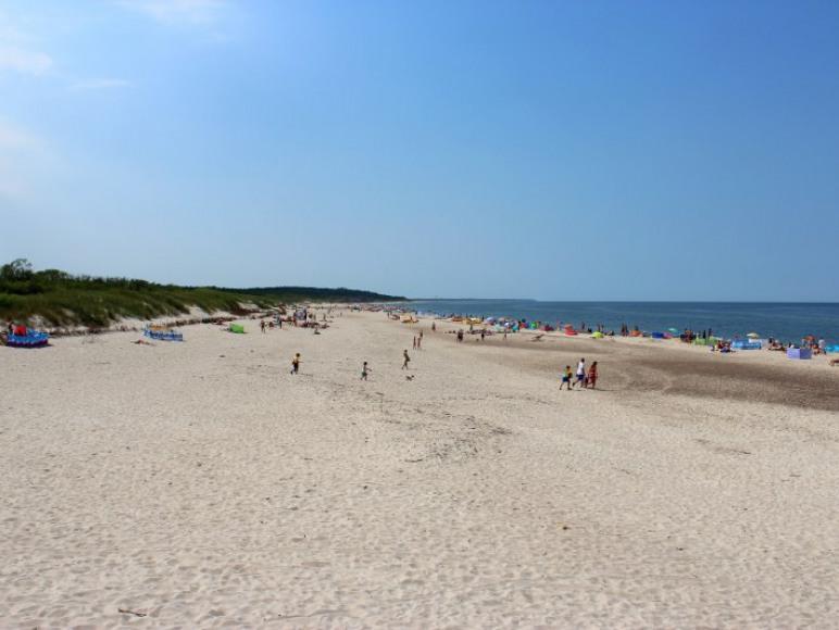 OW Niewiadów położony jest 200m od najszerszej plaży w Ustce