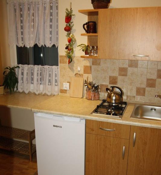 kuchnia do 2 osobowego pokoju z balkonem