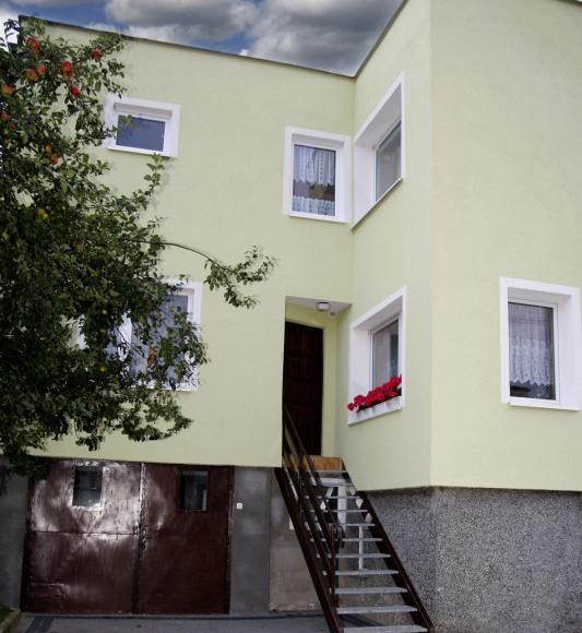 wejście do 2 pokojowego mieszkania z kuchnią i lazienką