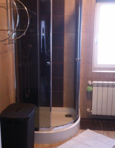Łazienka z prysznicem / dom A w Rybicalu
