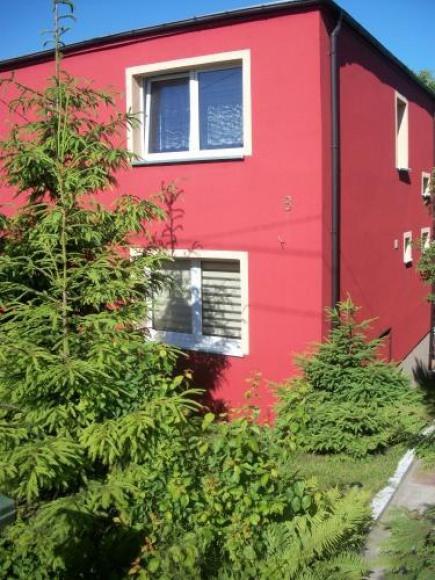 czerwony domek
