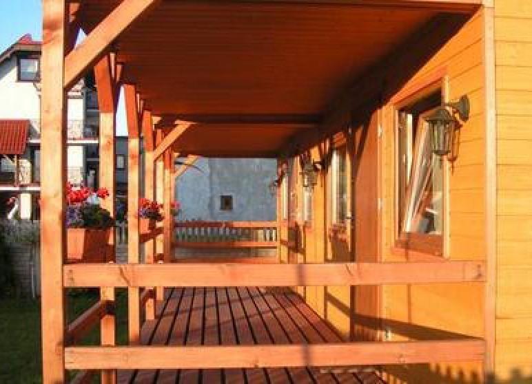 Domki drewniane i pokoje u Ani