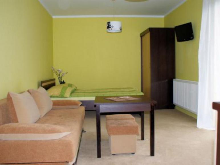 pokoj 3/4 osobowy z balkonem i aneksem kuchennhym