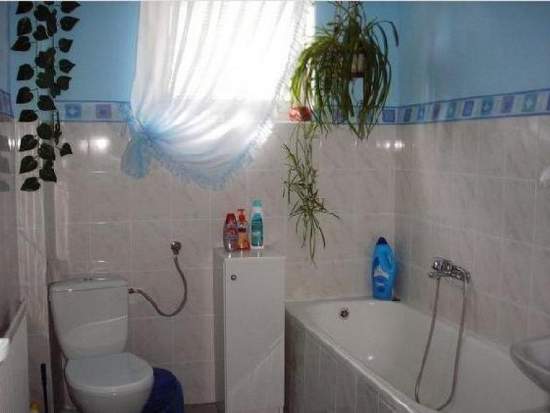 Duża łazienka (1)z wanną i prysznicem