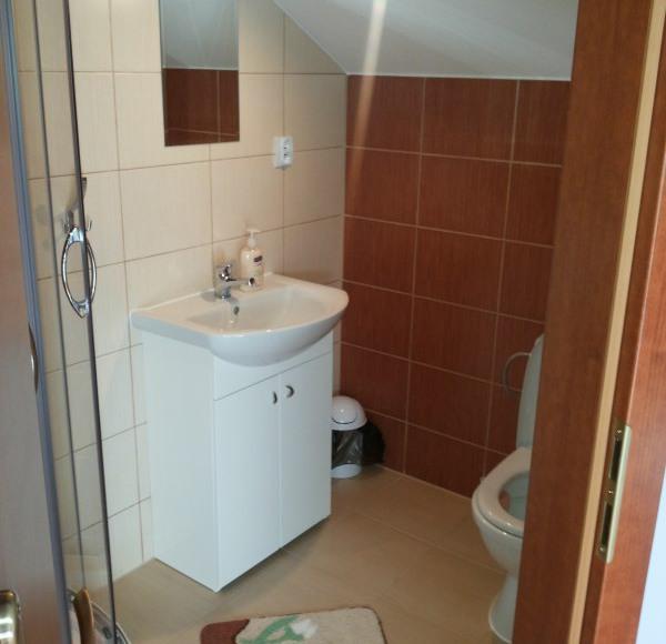 łazienka w pokoju 2 i 3 osobowym
